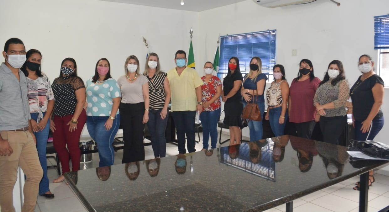 PREFEITA GEROLINA EMPOSSA MEMBROS DO CONSELHO MUNICIPAL DE EDUCAÇÃO